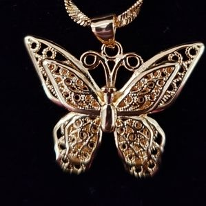NWOT Beautiful Gold Filigree Butterfly Necklace